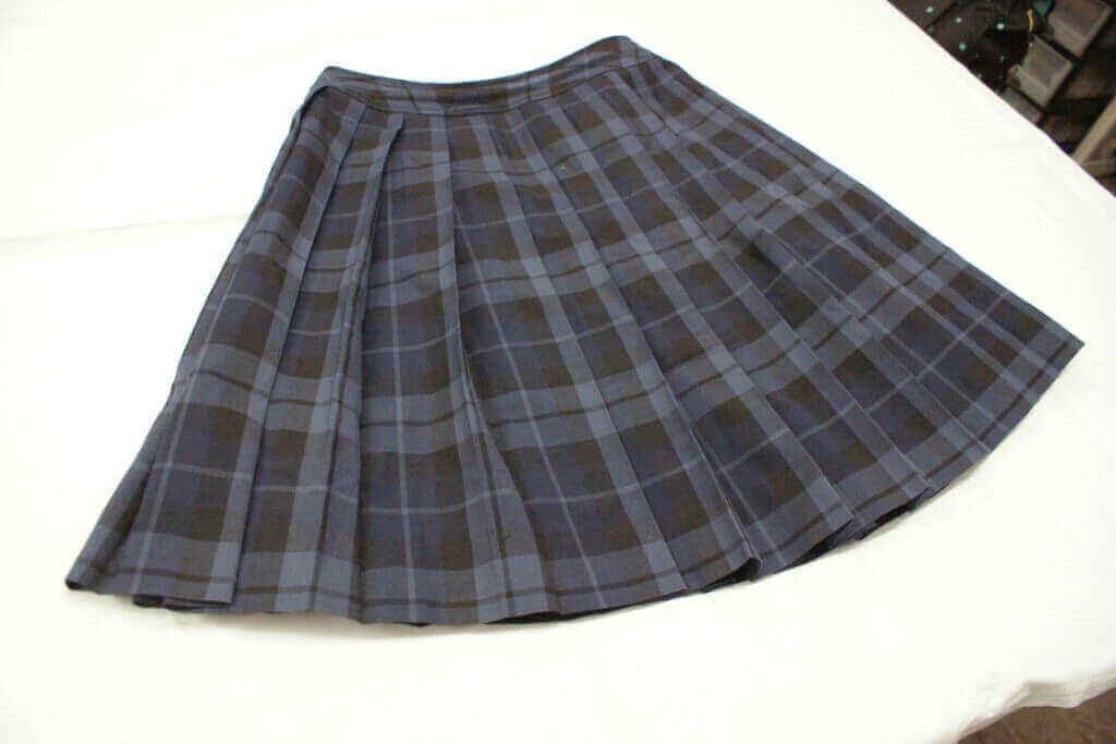 裾上げをご依頼いただいた制服スカート