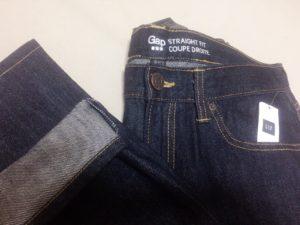 裾上げ後のGAPのデニムパンツ